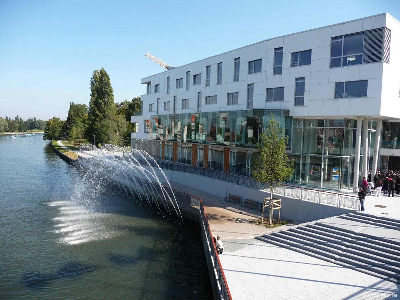 Centre ville et parc d herbigny empreinte bureau de for Piscine d haubourdin